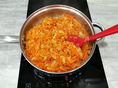 лук и морковь пассировать для печеночного торта