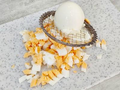 яйца в салате из морской капусты