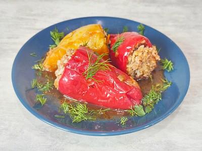 Фаршированный перец в томатом соусе