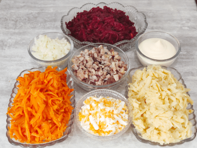 из чего готовят салат селедка под шубой